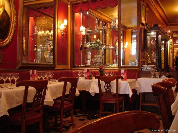 table à manger design italien