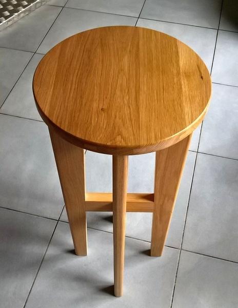 tabouret en bois blanc